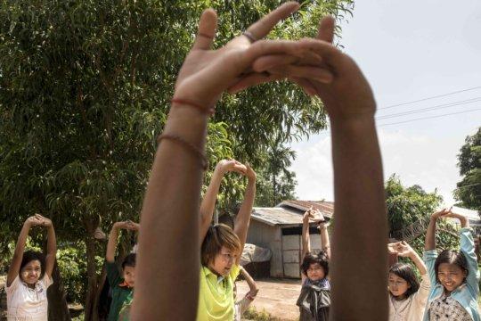 Stretching!  Photo: Minzayar