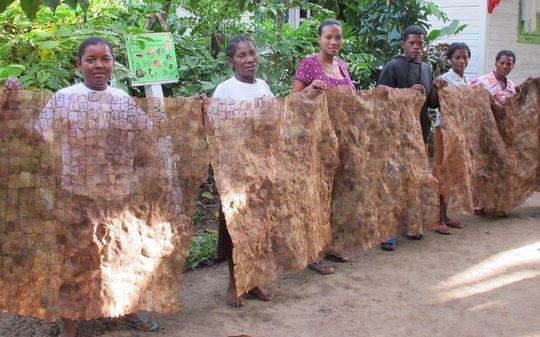 Artisan group with their textile