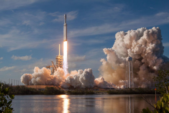 SpaceX Falcon Heavy lifts off!