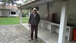 Roberto Lamego and Japu bird nest.