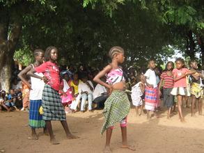 Ussoforal Children Rehearsing