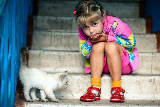 Help Jade Keep Her Kitty Snowball