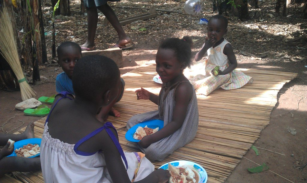 Provide  lunch for 500 school kids in Uganda