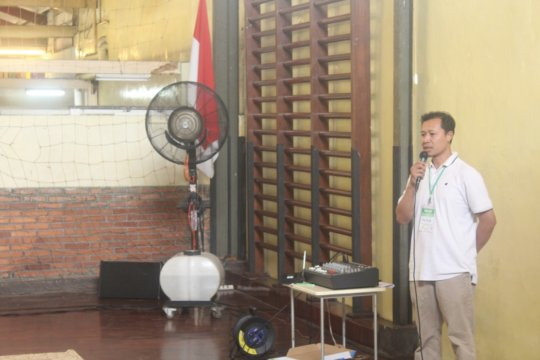 Paridi as the prayer speaker at YUM