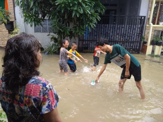 My children played in the flood