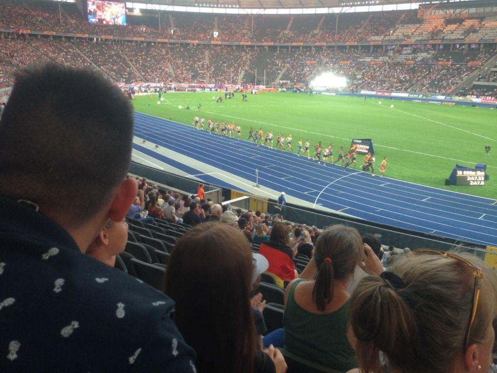 visit at the stadium - 10.000  m run of men