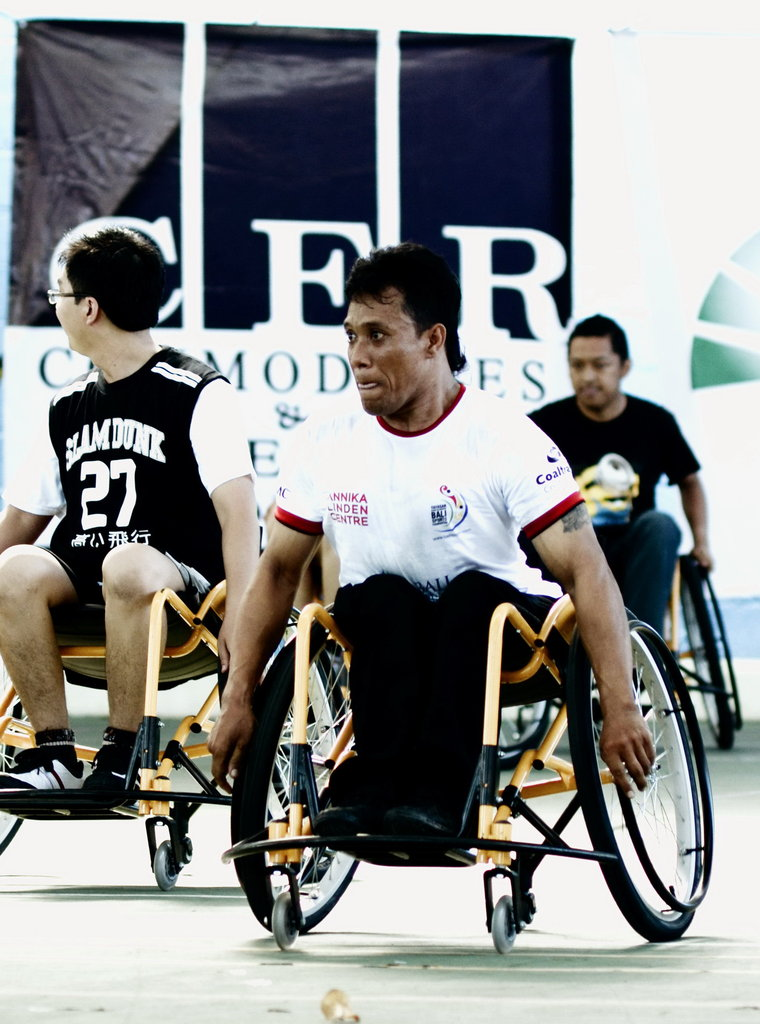 Basketball wheelchairs to 60 disabled persons Bali