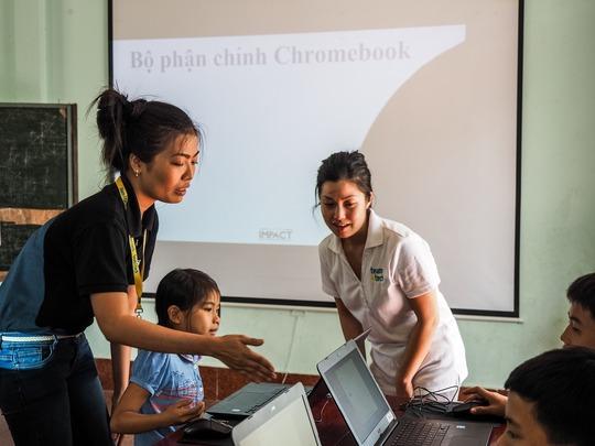 Teachers introducing the Chromebooks