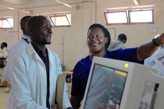 Winnie seeking mentorship from Alfunsi on an x-ray