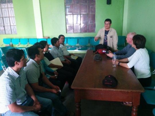 Carlos training local technicians: Pacaipampa