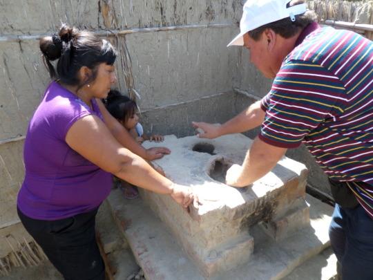 Juan of CHOICE Mexico teaches wood saving stoves