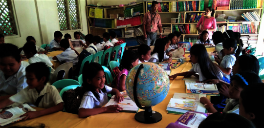 Peer learning with AAI books at school library