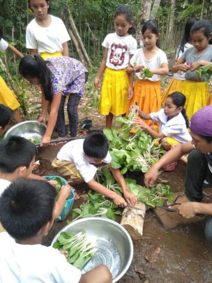 Children of Manilop ES becoming expert gardeners