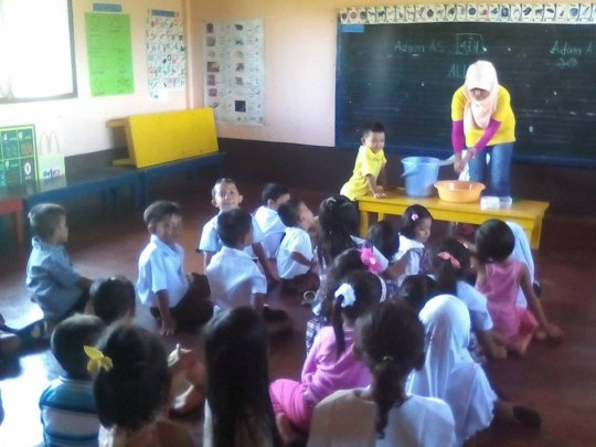 Students practice hygiene at Sahaya Elementary