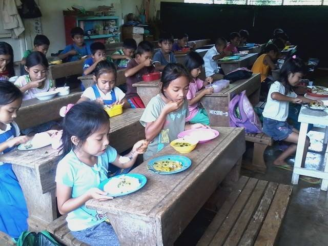 lunchtime at Langpas Elementary, Indanan