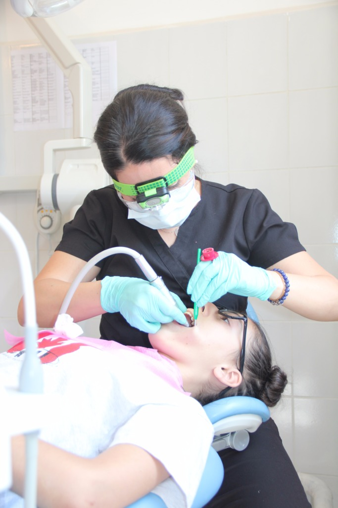 Tsahgadzor children receiving dental care