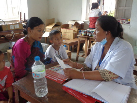 Nurse counsels mother on nutrition
