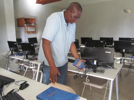 Sylvester examines Aleutia compact computer