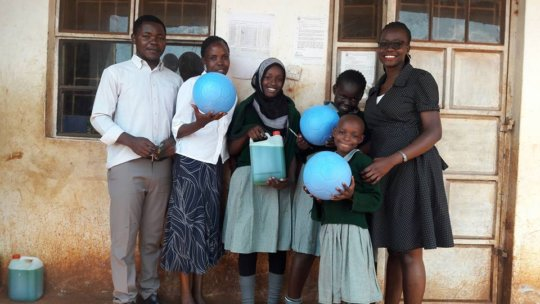 Balls and detergents distributions