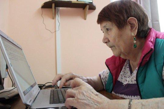Nina Ivanovna, computer class in Skopin