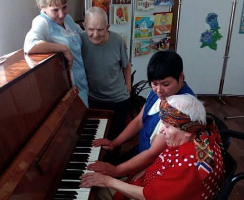 Former pianist back at the keyboard