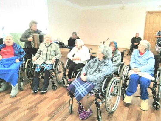 Restricted mobility residents singing, talent show