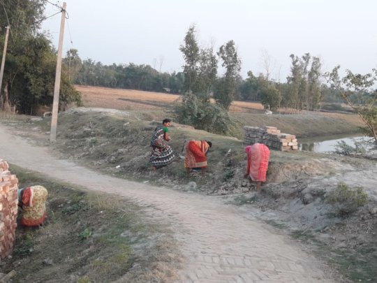 Sharing hands in repairing the damaged roads