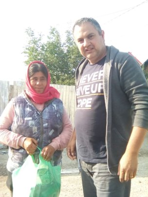 Robert distributing food to one of the mothers