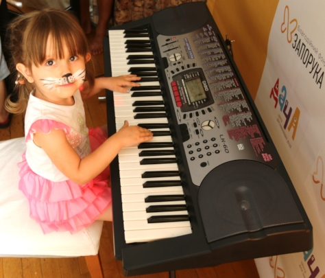 Daniela likes to play for her mom
