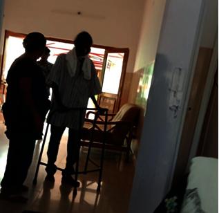 Hand holding a destitute patient