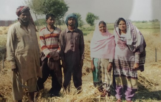 Beneficiaries during harvesting