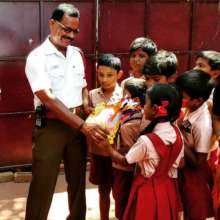 Students at TH Road thanking the traffic policeman