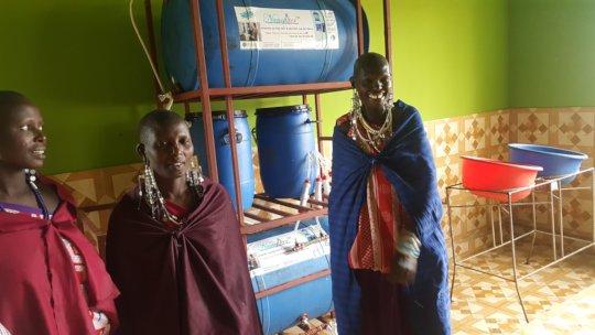 Maasai ladies with Tetra-Nanofilter in Tanzania