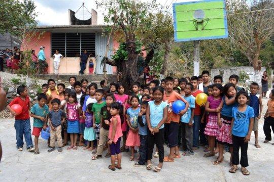 Mr. Ceiba and school children