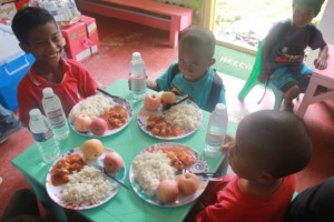 Other Matigsalog kids who share the meal