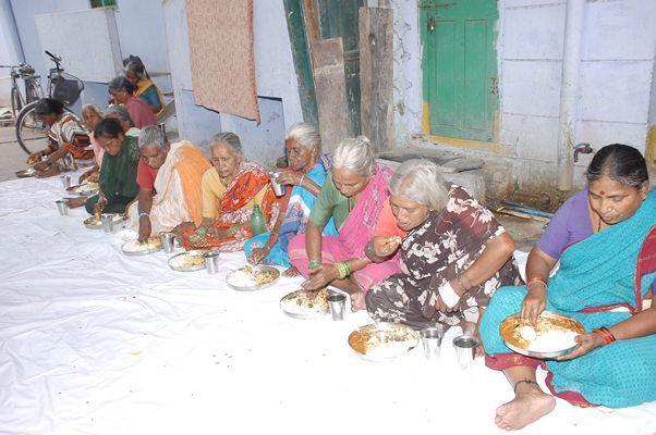 Sponsor Hot Meals for Destitute Elders in India