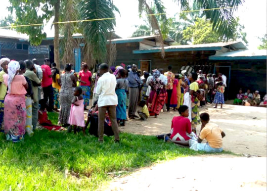 Displaced families wait for cash handouts