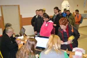 Friends of Szadvar helps at the registration