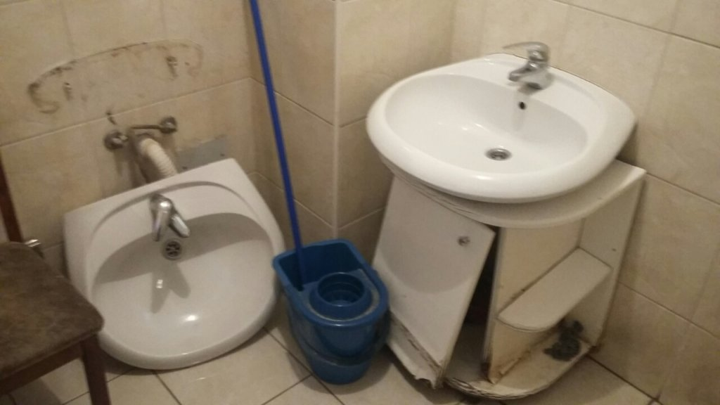 Bathroom in Safe House that needs maintenace