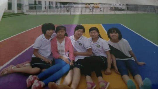 Skinny Lynn at school with classmates