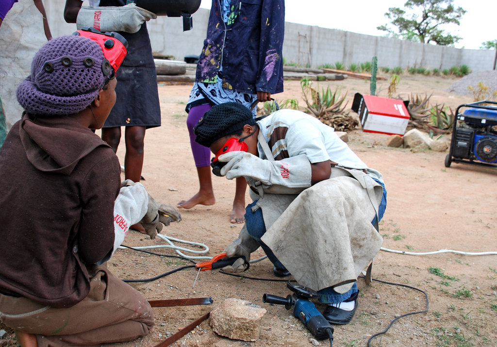 Girls welding in Zimbabwe !