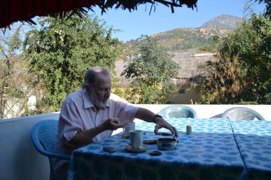 Leslie at breakfast, at foot of sacred Arunachala.