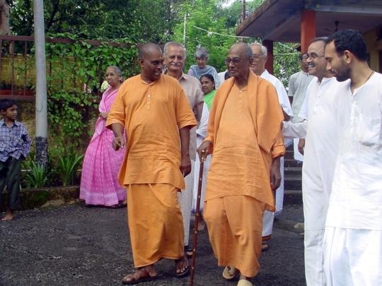 Swamis Muktananda and Satchidananda.