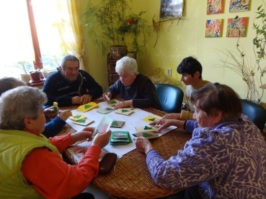 Day Care Centre: Making Christmas Cards