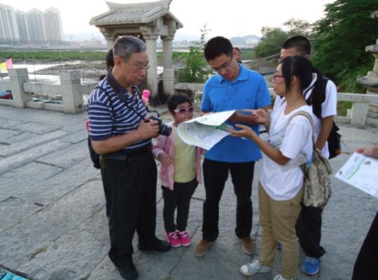 Introducing tourists to mangrove habitats