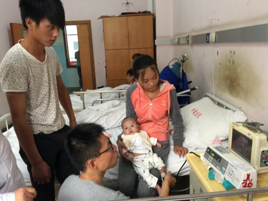 Little Luo with his parents