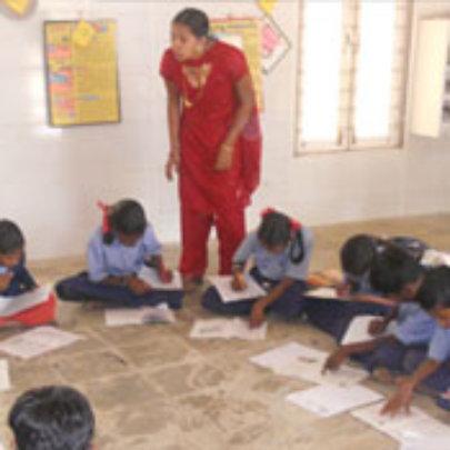 Para teacher in class room