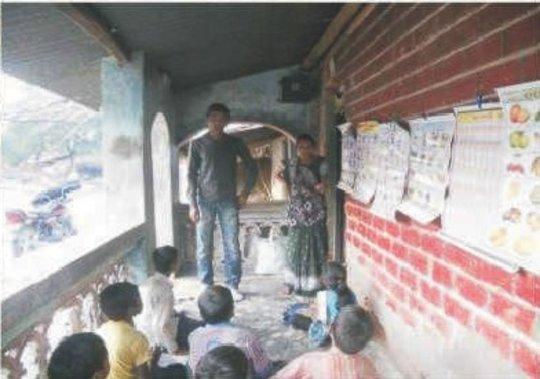 Para Teacher taking class