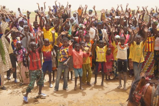 Kakondji village goodbye June 2015