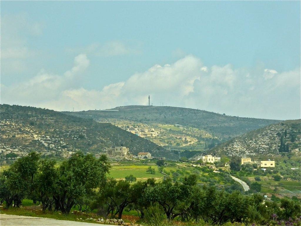 Ein Yanoun, with settlements on hillsides